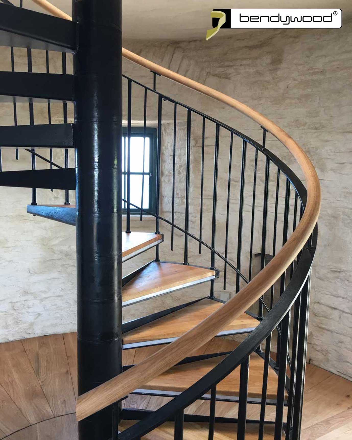 Round bending handrail in Bendywood®-oak for spiral staircase with radius 80 cm