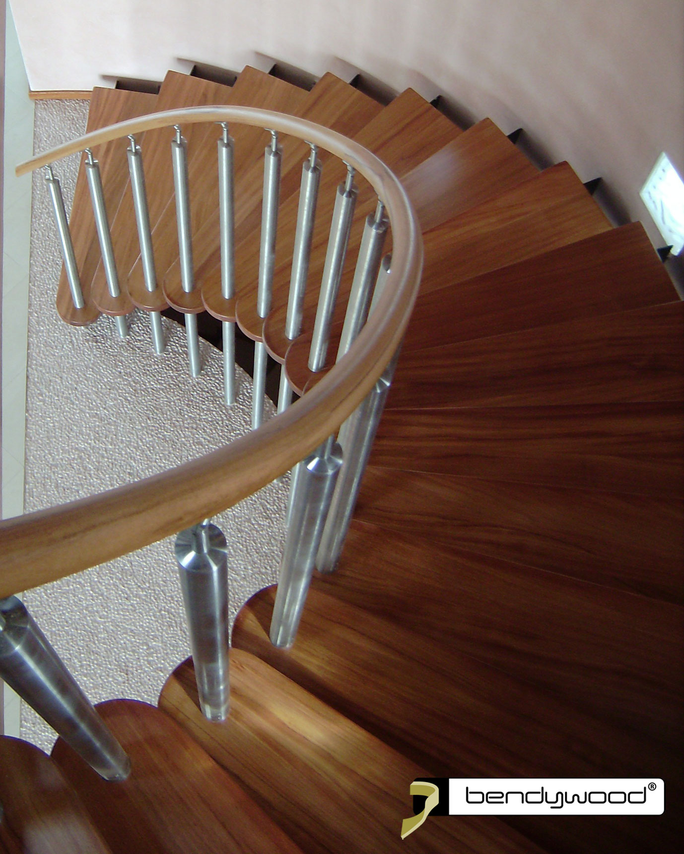 Round bending handrail in Bendywood®-doussié for curved staircase.